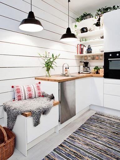 светлая кухня в студии