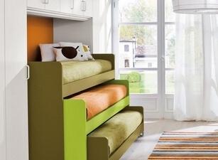 Кровать трехъярусная 107а